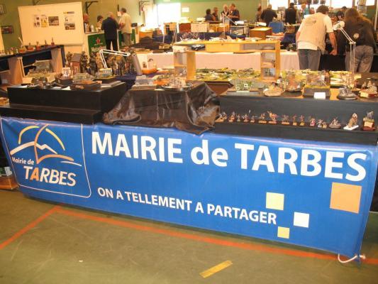 """Le stand des """" Arts du Grenadier """" aux couleurs de la ville de TARBES"""
